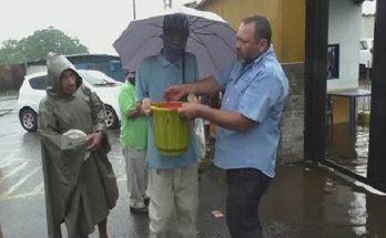 ক্ষুধা মেটাতে গরুর রক্ত কিনতে লস্বা লাইন