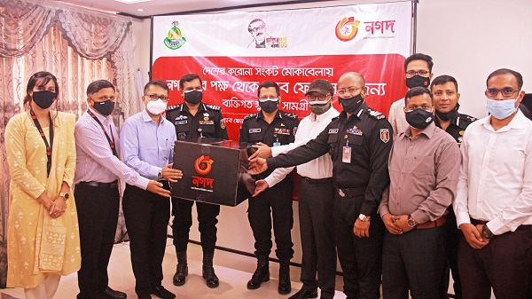 র্যাব সদস্যদের জন্য স্বাস্থ্য সুরক্ষা সামগ্রী উপহার দিল 'নগদ'